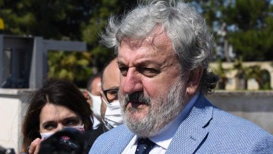 """COVID, EMILIANO CONVOCA RIUNIONE SU SCUOLA E TRASPORTO PUBBLICO: """"AL LAVORO PER DECONGESTIONARE LE LINEE"""""""