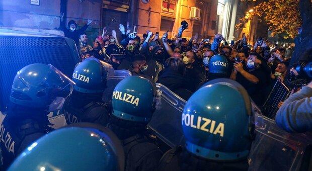 Aggressori della ribellione a Napoli già in libertà. L'ira dei sindacati di polizia e l'appello a Lamorgese