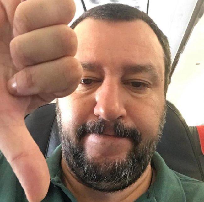 """Salvini querelato dalla Azzolina: """"Mi viene da ridere!"""""""